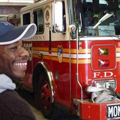 image_library/full/Stephen_with_New_York_Fire_Engine_full.jpg - Stephen Wiltshire media archive